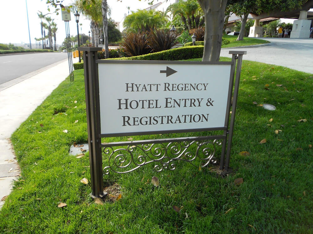 Way-finding directional sign for Hyatt Regency by America's Instant Signs