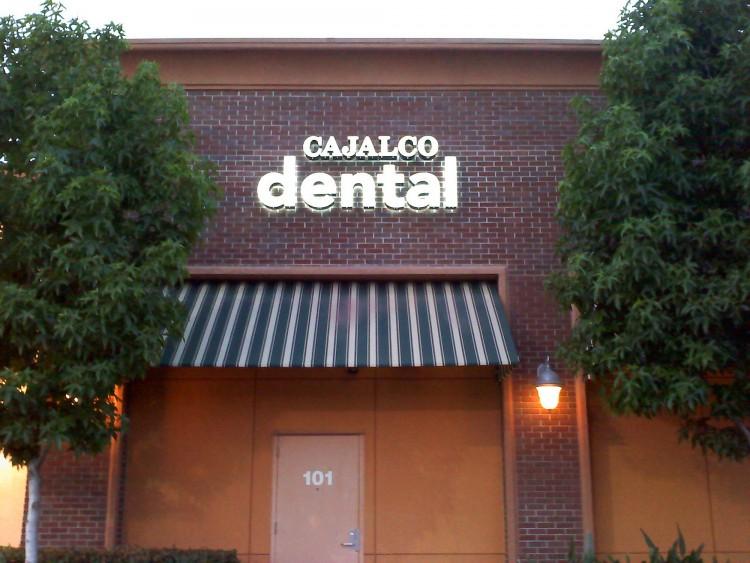 Calcaljo-Dental-Illuminated-Channel-Letters1