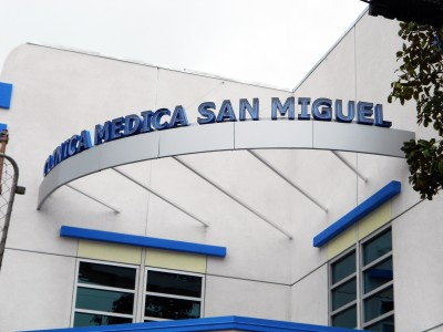 Clinica-Medica-San-Miguel-curved-exposed-neon-channel-letters1