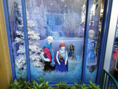 Disney-365-Store-Frozen-Waterfall-Display