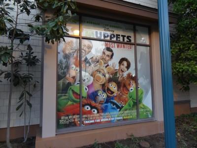 Disney-Tram-Stop-Window-Muppets