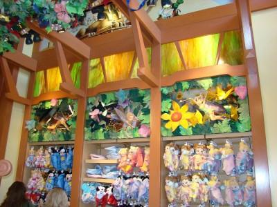 Disney-decorative-store-displays