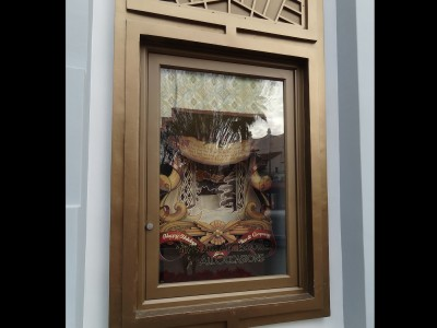 Disney-outdoor-window-display-on-Birchwood