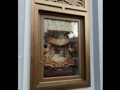 Disney-outdoor-window-display-on-Birchwood