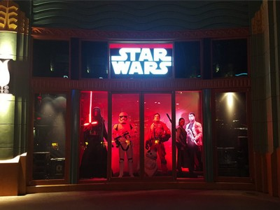 Disneyland-Star-Wars-Retail-Window1