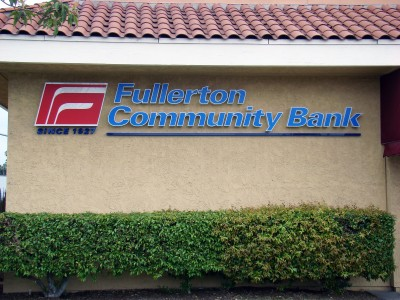 Fullerton-Community-Bank-Illuminated-Channel-Letters-and-Light-box1