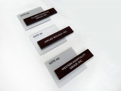 Online-Trading-Braille-Suite-Signs-with-removeable-inserts