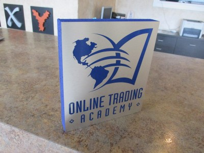 Online-trading-foam-with-laminate-table-top-display