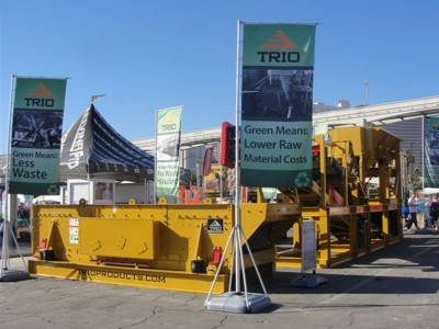 Trio-Free-standing-Tradeshow-Banners-and-Stand