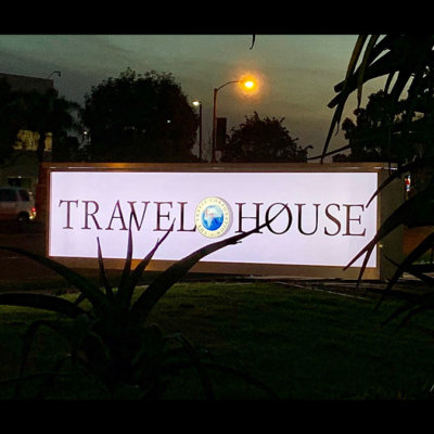 monument-sign-aluminum-travel-house