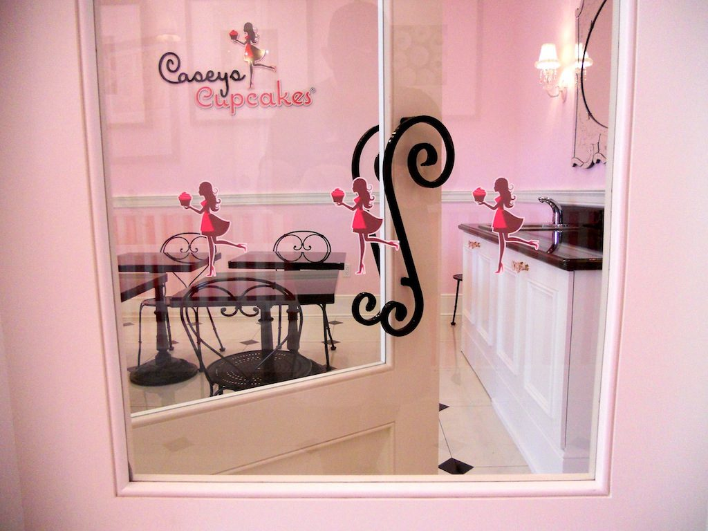 caseys-cupcakes-window-graphics
